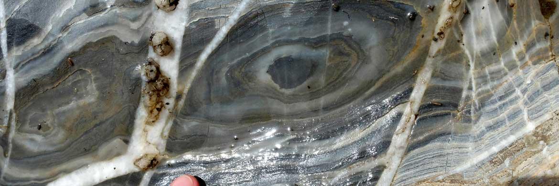 Refold Strukturen im Marmor